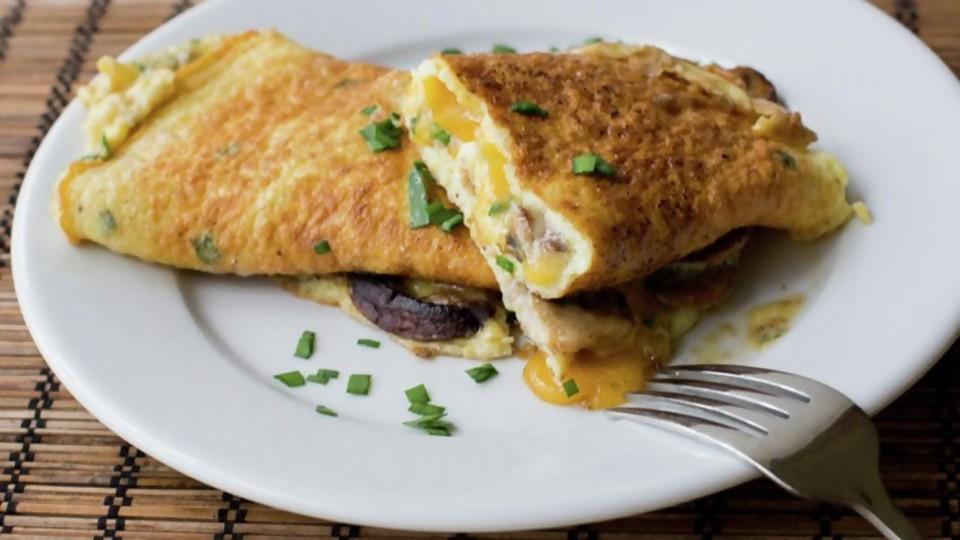 Omelette: ¿guarnición o plato principal? —  Las recetas de Sofi — Bien Igual | El Espectador 810