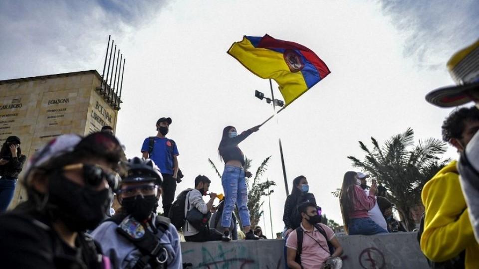A partir de Colombia: atmósfera y detonadores —  La economía en cuestión: Mag. David Vogel — Más Temprano Que Tarde | El Espectador 810