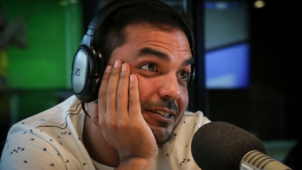 """Germán Medina: """"soy artista para poder ser lo que no fui de niño"""" —  Entrevista central — Bien Igual   El Espectador 810"""