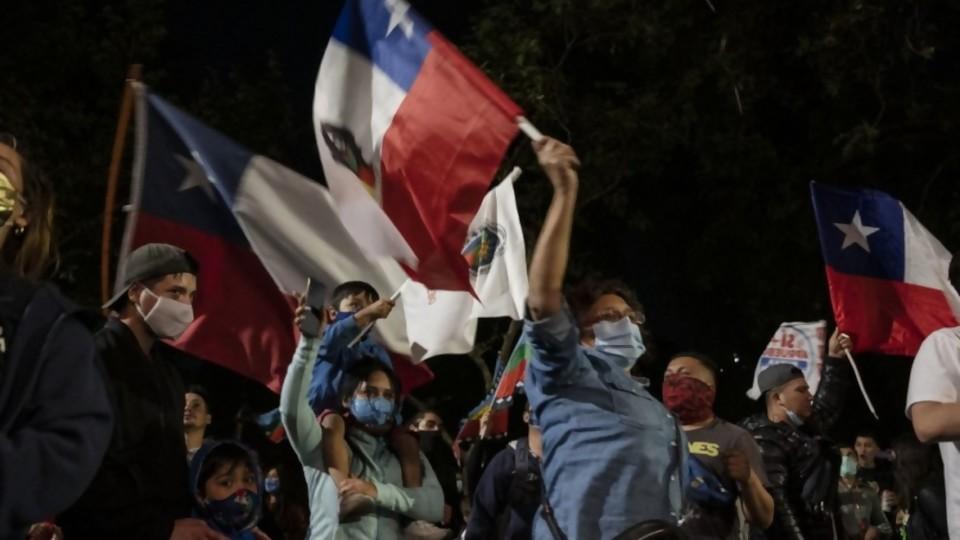 Nueva Constitución chilena: la constituyente puede generar más tensiones que calma —  Victoria Gadea — No Toquen Nada   El Espectador 810