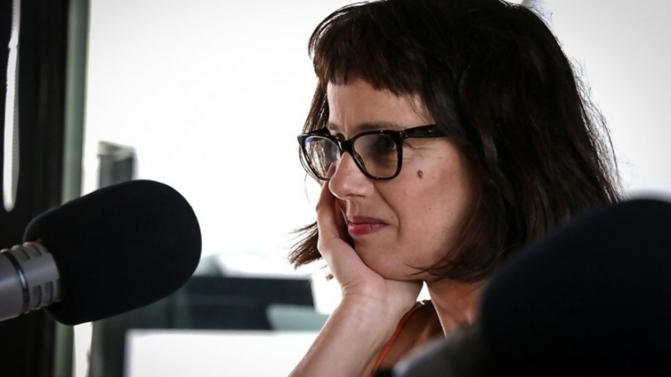 Una columna sobre la nada —  Ines Bortagaray — No Toquen Nada   El Espectador 810