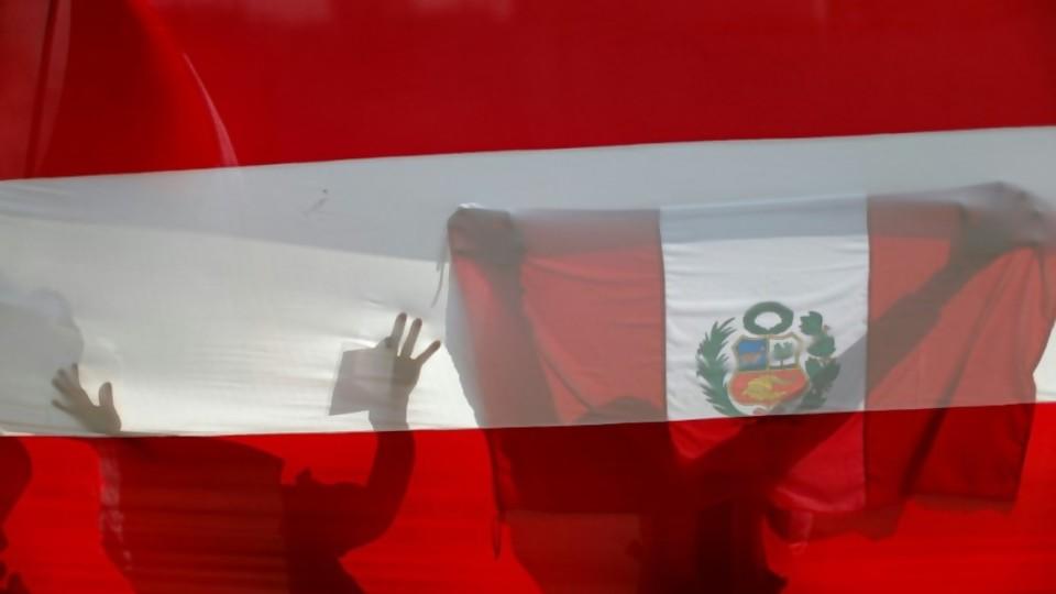 Apuntes para una historia de la política en Perú —  Gabriel Quirici — No Toquen Nada | El Espectador 810