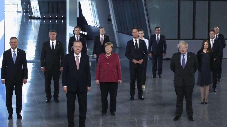 Realidades paralelas: los autoparlantes, la grandilocuencia decadente del G7, la OMS, la DW en español y la bancada oficialista  —  Columna de Darwin — No Toquen Nada   El Espectador 810