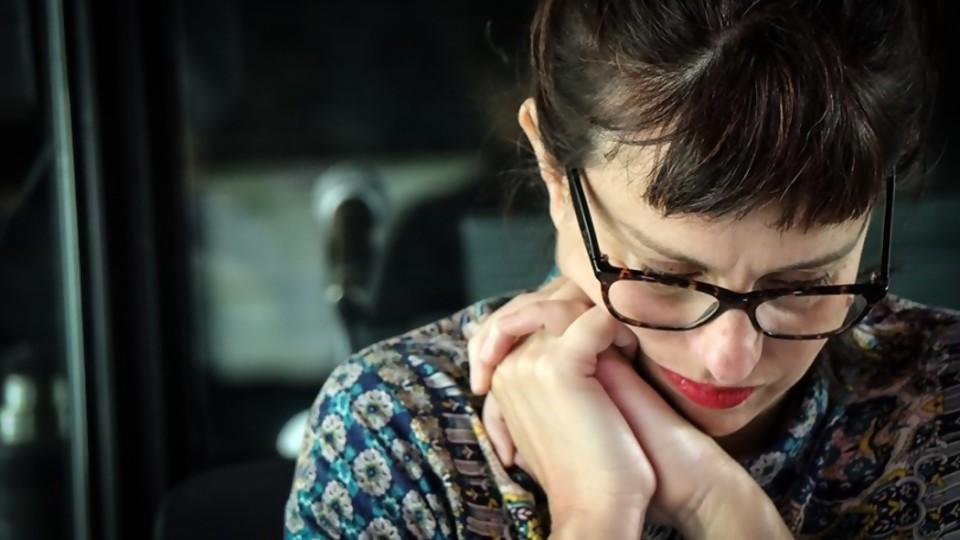 Una columna sobre lo bello y lo triste o un desagravio de la tristeza —  Ines Bortagaray — No Toquen Nada   El Espectador 810