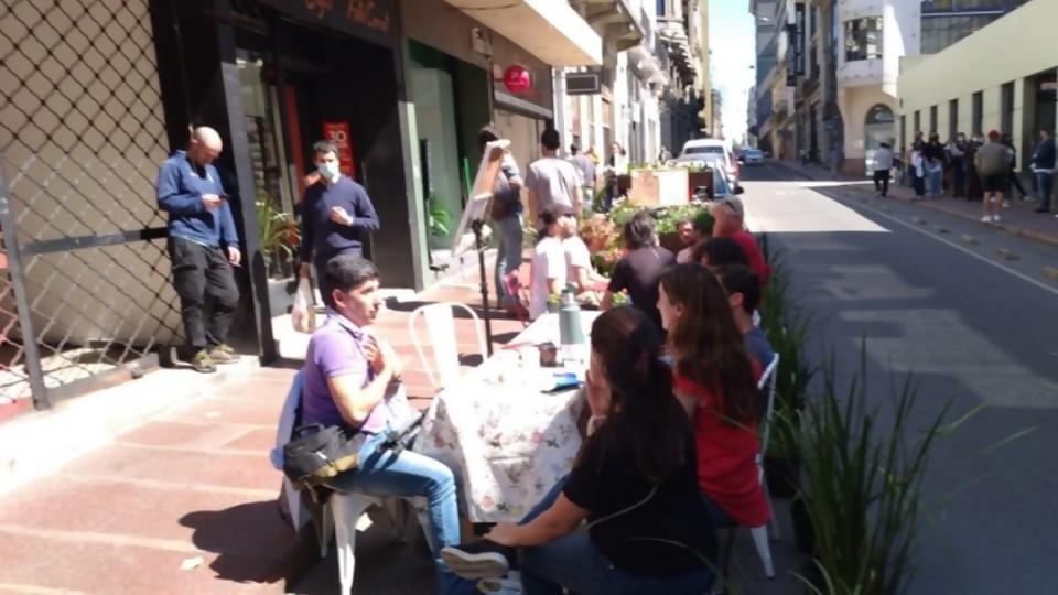 El Colectivo Ciudad Abierta presentó el Park(ing) Day Montevideo. Un evento global para repensar el uso de los espacios —  Qué tiene la tarde — Más Temprano Que Tarde   El Espectador 810