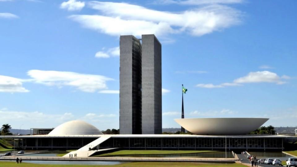 Los retos de Brasil —  La economía en cuestión: Mag. David Vogel — Más Temprano Que Tarde   El Espectador 810