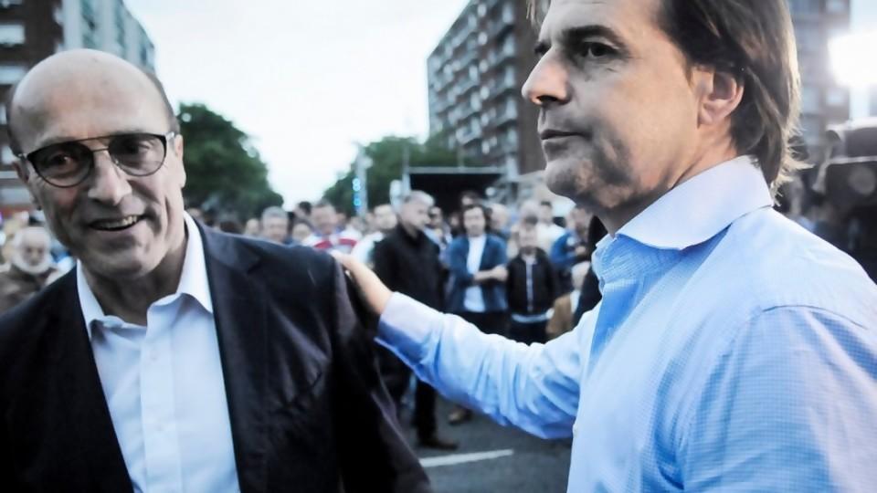 El DPE pide a Martínez y Lacalle que discutan sobre propuestas y no sobre creencias —  Departamento de periodismo electoral — No Toquen Nada | El Espectador 810