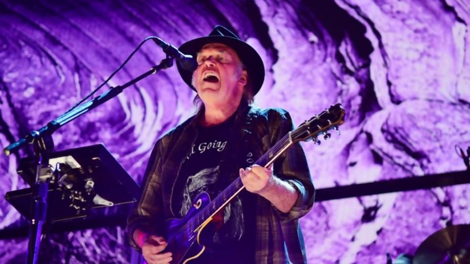 Neil Young, mucho más que contenido —  Miguel Ángel Dobrich — Otro Elefante | El Espectador 810