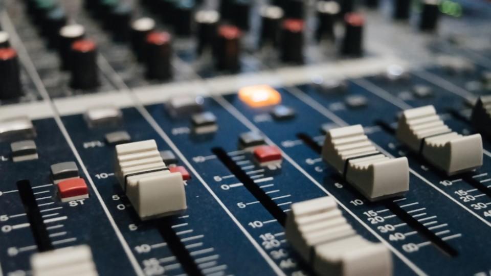 Moncho Elefante presentó a DJ Triste —  El maravilloso mundo de Moncho Licio — Otro Elefante | El Espectador 810