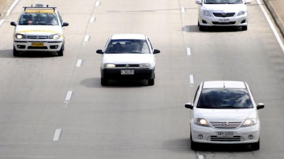 Las nuevas exigencias para autos, motos y peatones   —  Informes — No Toquen Nada | El Espectador 810