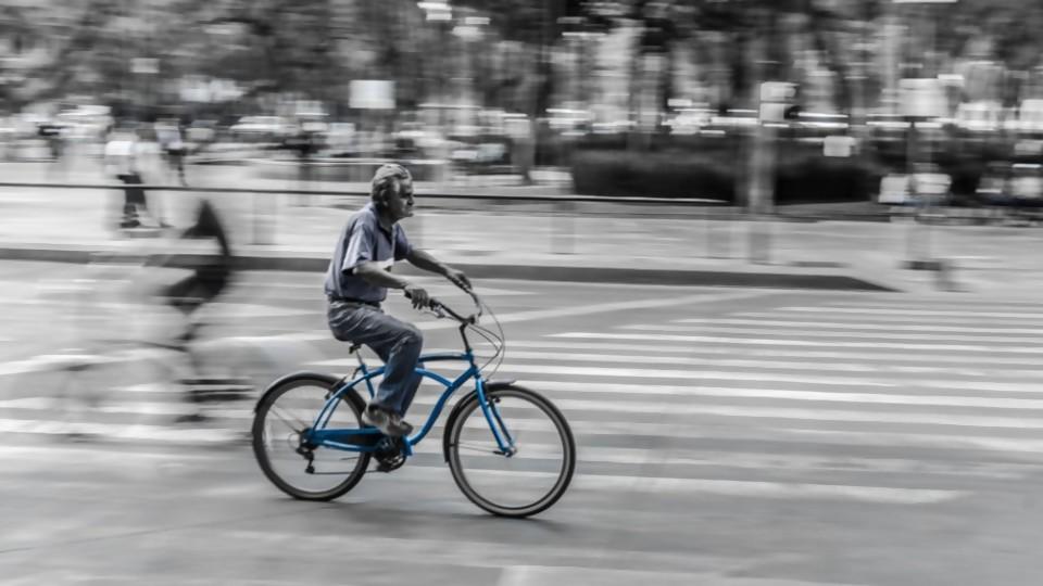 La inseguridad se combate en bicicleta —  El maravilloso mundo de Moncho Licio — Otro Elefante | El Espectador 810