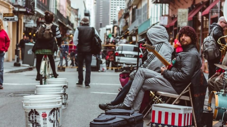 Un paseo por la calle Bourbon —  Audios — Otro Elefante | El Espectador 810