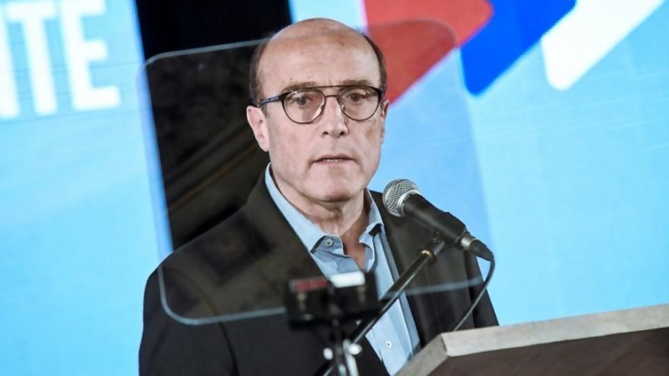 Los ministros le suman votos a Manini y le restan a Martínez —  Columna de Darwin — No Toquen Nada | El Espectador 810