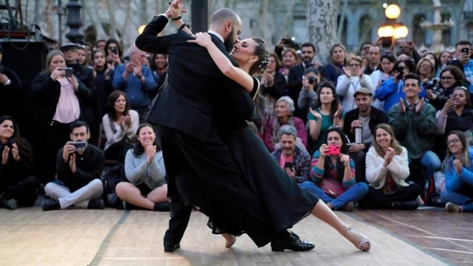 Darwin y el drama de los viejos: sin timba y con el fracaso de Montevideo Tango —  Columna de Darwin — No Toquen Nada | El Espectador 810