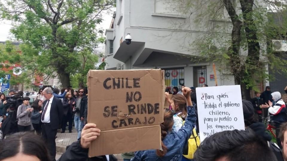 Ciudadanos chilenos se movilizan en Montevideo —  Puesta a punto — Más Temprano Que Tarde | El Espectador 810