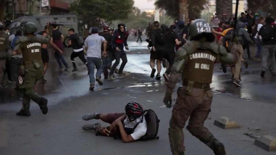 Human Rights Watch denuncia graves violaciones a los derechos humanos en Chile —  Entrada libre — Más Temprano Que Tarde | El Espectador 810