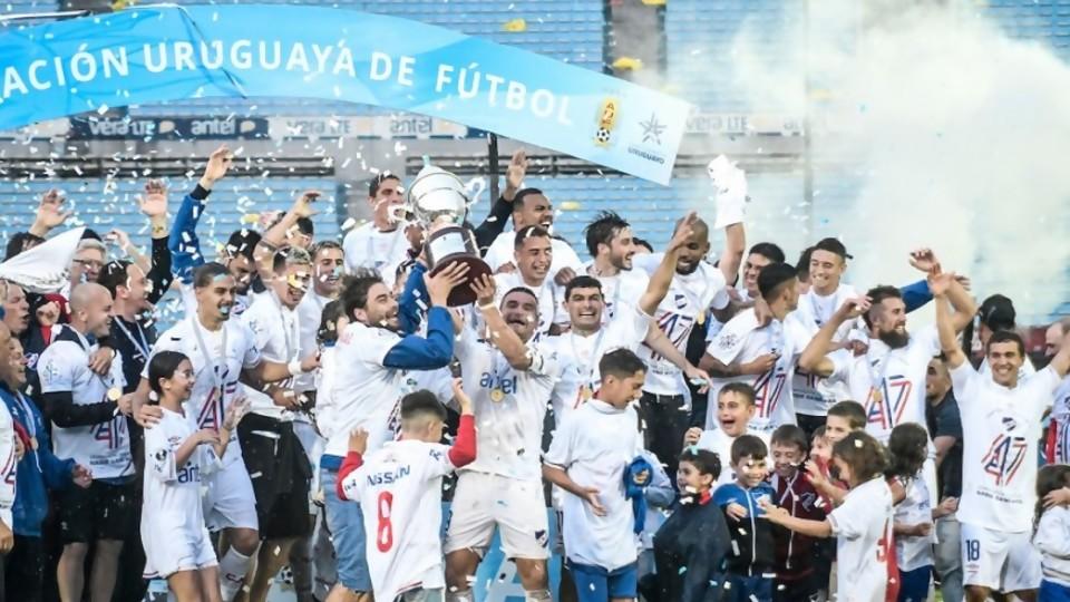El título de Nacional y el pensamiento mágico de Peñarol —  Darwin - Columna Deportiva — No Toquen Nada   El Espectador 810