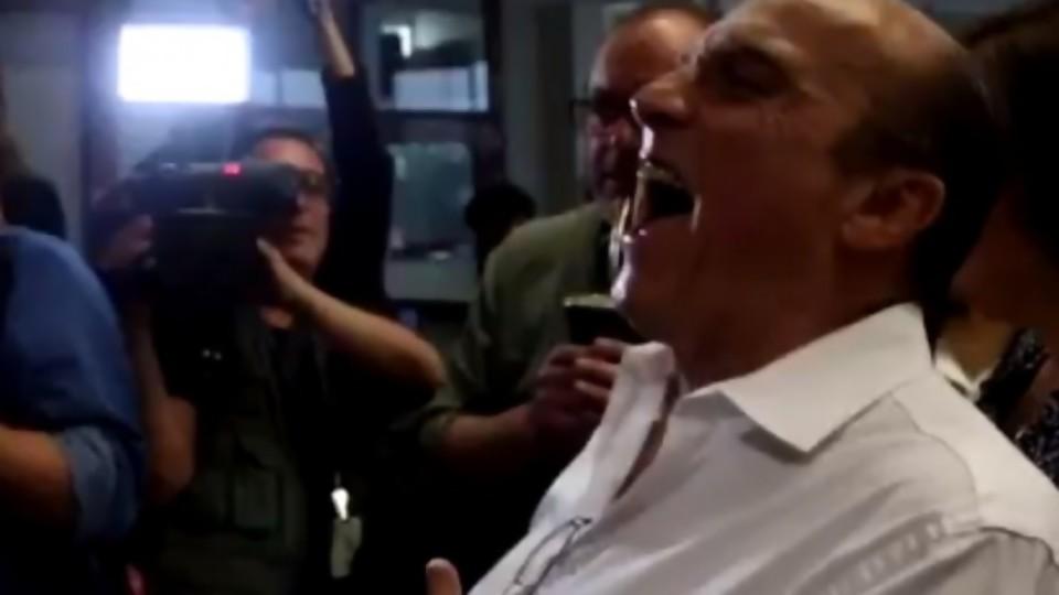 El regreso de la risa frenética de Martínez y Mieres ministro —  Columna de Darwin — No Toquen Nada   El Espectador 810