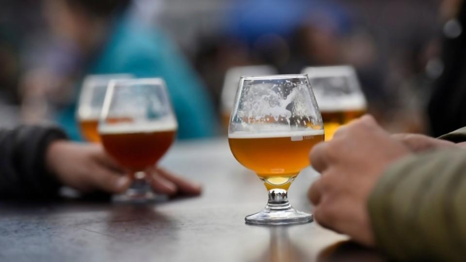 Ley de alcohol: límites a la publicidad y espectáculos públicos —  Informes — No Toquen Nada | El Espectador 810
