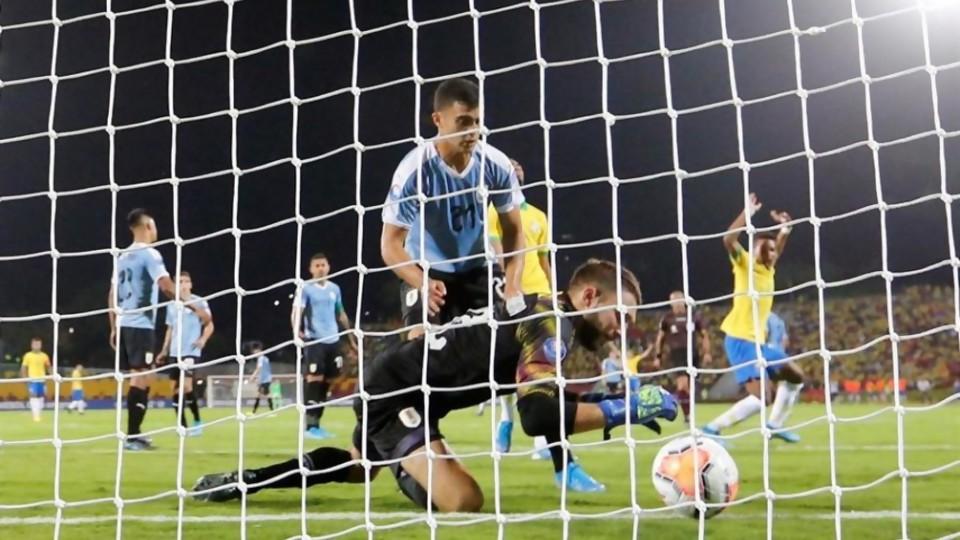 El anali de Darwin del gol que se hizo De Arruabarrena —  Darwin - Columna Deportiva — No Toquen Nada   El Espectador 810