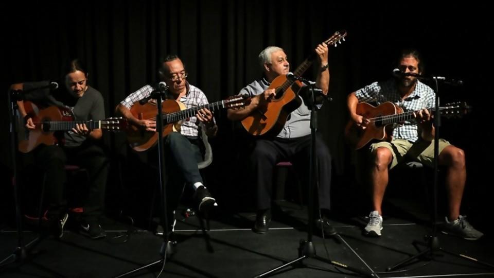 Cuatro guitarras montevideanas y un lujo para No toquen nada —  Entrevistas — No Toquen Nada | El Espectador 810