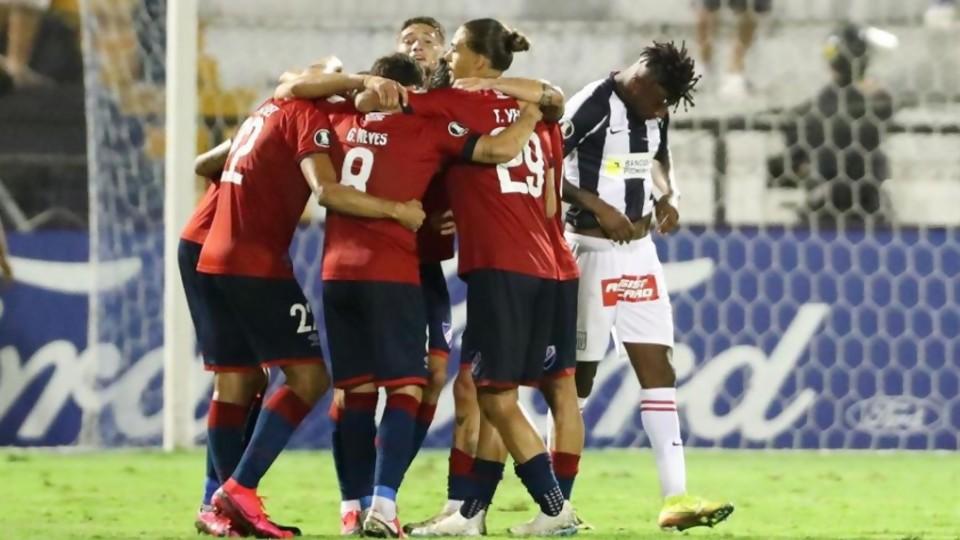 Los grandes en la Libertadores y los deportistas que golpean hinchas —  Darwin - Columna Deportiva — No Toquen Nada | El Espectador 810