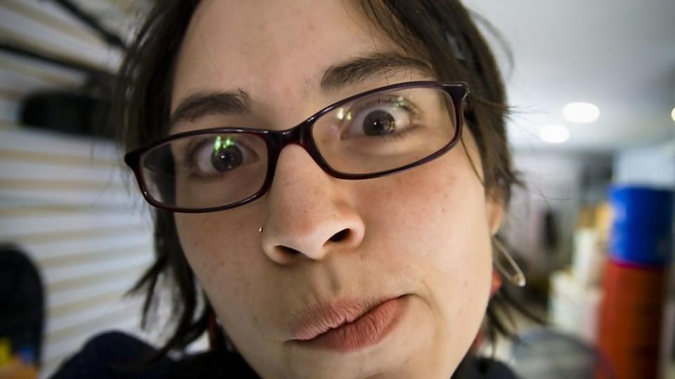 Ojo con los titulares —  De qué te reís: Diego Bello — Más Temprano Que Tarde | El Espectador 810