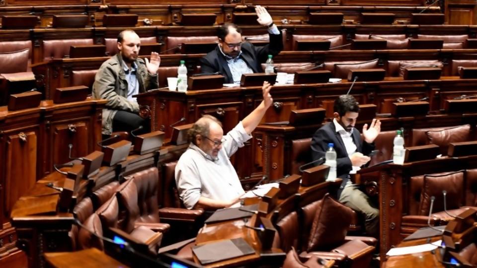"""Fondo Coronavirus en el Senado: entre las """"señales"""" y la """"miseria política"""" —  Informes — No Toquen Nada   El Espectador 810"""
