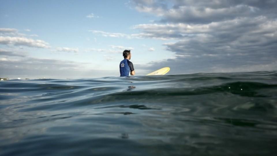 La persecución a los surfistas como deporte del momento —  Darwin - Columna Deportiva — No Toquen Nada | El Espectador 810