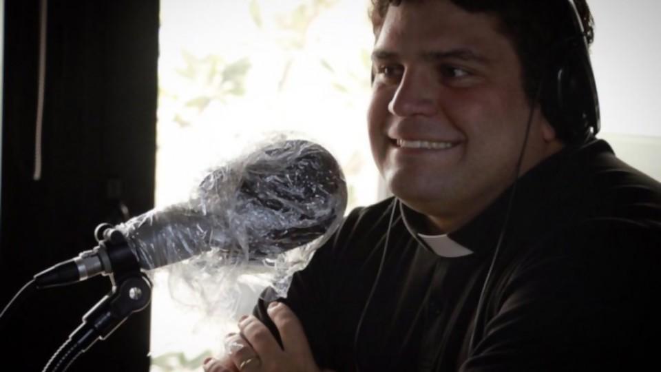 """La vida del Gordo Verde y """"el sabor de helado"""" que descubrió en la Iglesia para encontrar su camino —  Charlemos de vos — Abran Cancha   El Espectador 810"""