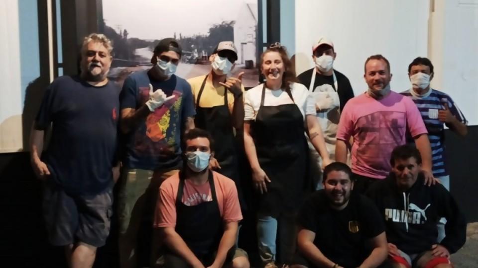 Jóvenes solidarios —  Centro a la olla — Bien Igual | El Espectador 810