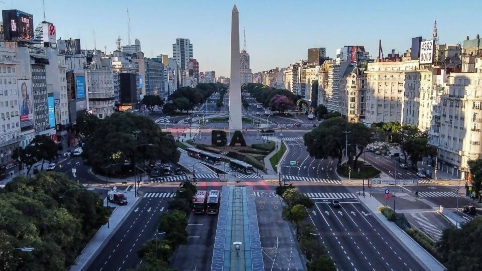 Medidas para bajar movilidad en Argentina generan cruces políticos —  Audios — Geografías inestables   El Espectador 810