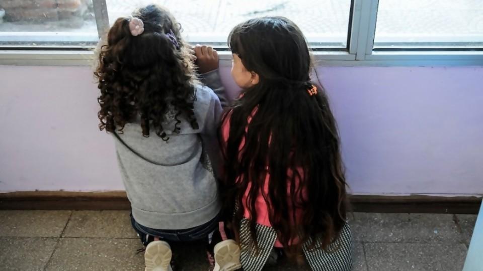 Las metáforas futboleras de Radi y las ideas comerciales de jardines de infantes con la vieja normalidad —  Columna de Darwin — No Toquen Nada | El Espectador 810