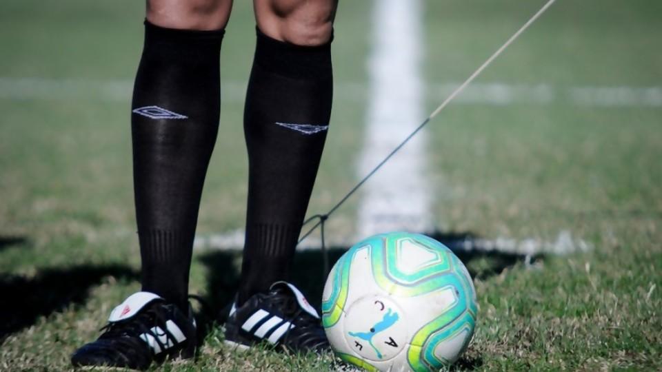 Los cuatro médicos delirantes y su protocolo del fútbol —  Darwin - Columna Deportiva — No Toquen Nada   El Espectador 810