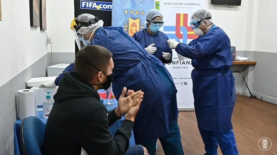 Comenzaron a realizarse los tests de Covid-19 previstos en el protocolo sanitario para la vuelta del fútbol uruguayo —  Deportes — Primera Mañana | El Espectador 810