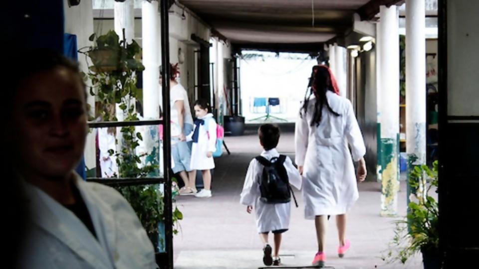 Preocupación por caída en la llegada de denuncias de violencia hacia niños —  Informes — No Toquen Nada | El Espectador 810
