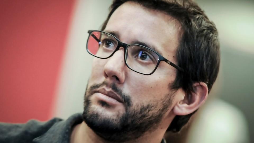 """Ramiro Pallares: """"la posibilidad de que los espectáculos públicos vuelvan en julio es alentadora"""" —  Entrevistas — Al Día 810   El Espectador 810"""