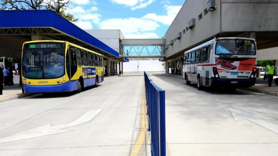 """Transporte: """"30% de los costos no están siendo cubiertos""""; el Estado no puede afrontarlos —  Entrevistas — No Toquen Nada   El Espectador 810"""