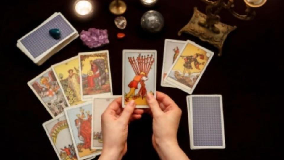 Salud, dinero, amor y otras predicciones —  El mostrador — Bien Igual | El Espectador 810