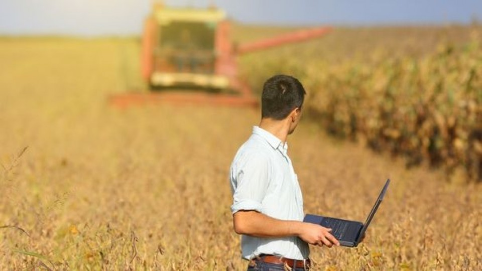 A. Alayón: 'Debemos avanzar en los seguros agrícolas' —  Agricultura — Dinámica Rural   El Espectador 810