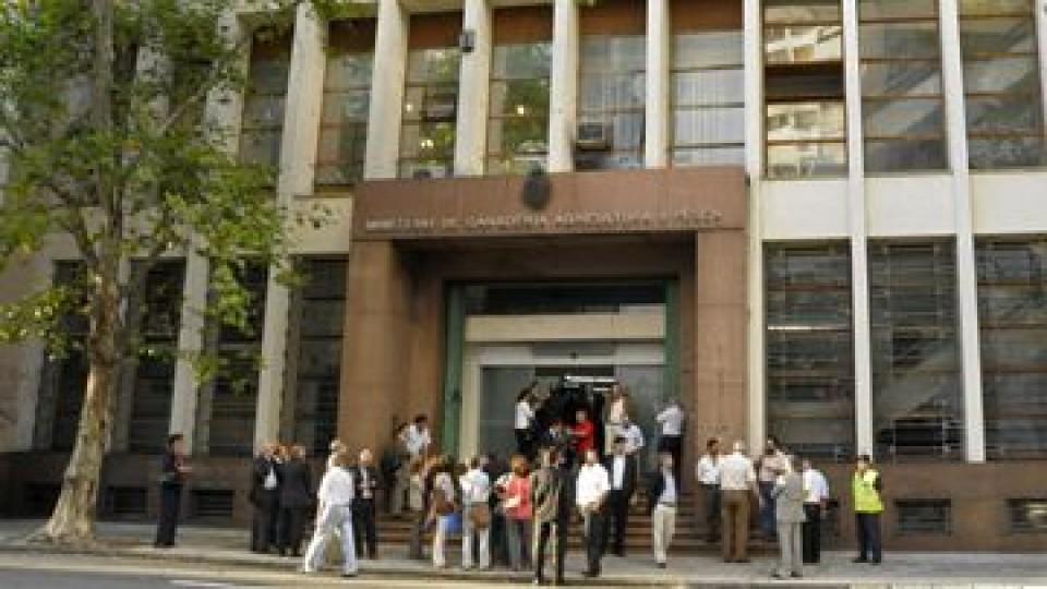 AFGAP: 'El gobierno uruguayo parece estar dispuesto a privatizar servicios del MGAP' —  gremiales — Dinámica Rural   El Espectador 810
