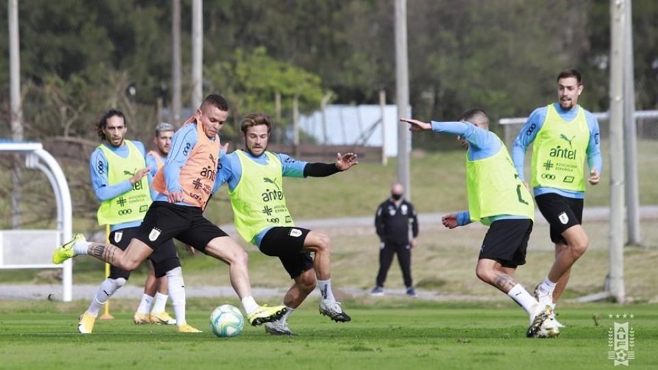 Uruguay define el equipo para debutar por las Eliminatorias —  Deportes — Primera Mañana   El Espectador 810