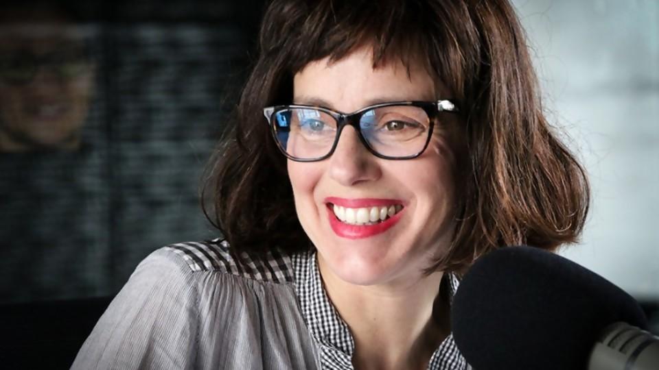 Una columna extorsiva con canciones extorsivas —  Ines Bortagaray — No Toquen Nada   El Espectador 810