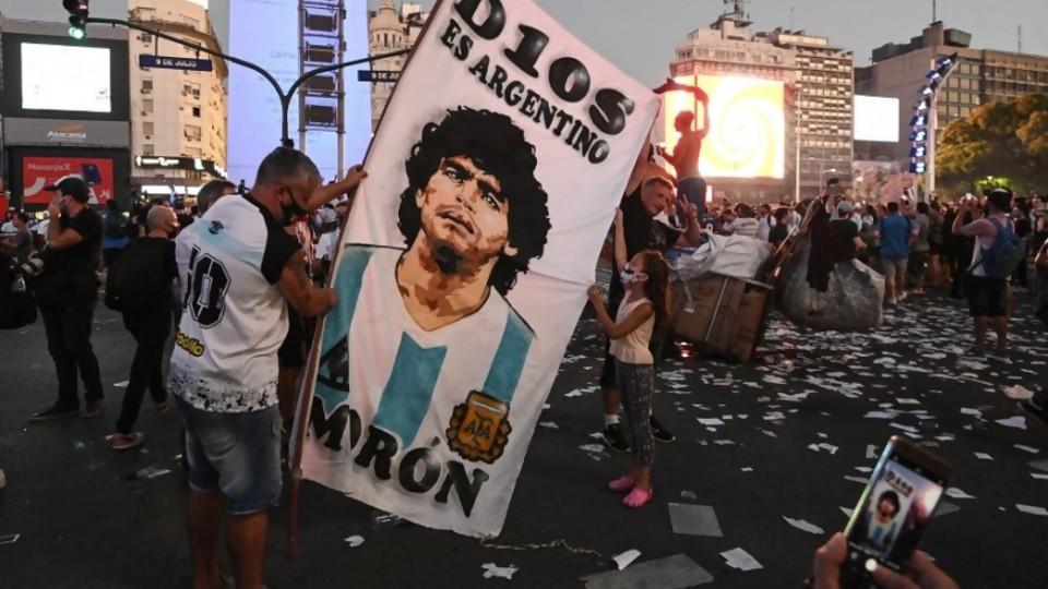 Melodramatón por la muerte de Maradona, 72hs de Duelo Nacional y Popular —  Columna de Darwin — No Toquen Nada | El Espectador 810