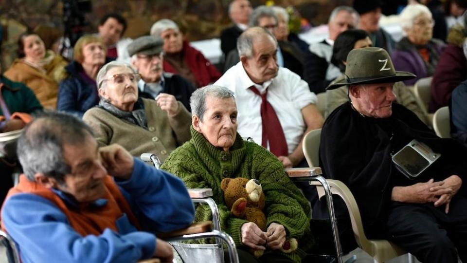 Estudiantes de la Clínica de Litigio Estratégico de Udelar, constatan irregularidades en centros de larga estadía para personas mayores —  GPS Activado: Cuestión de Derechos — Más Temprano Que Tarde | El Espectador 810