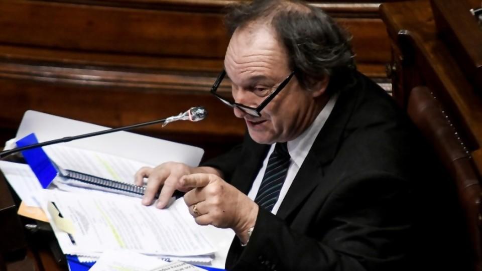 Cabildo se unió al FA y quebró la coalición en la última sesión del año —  Informes — No Toquen Nada | El Espectador 810