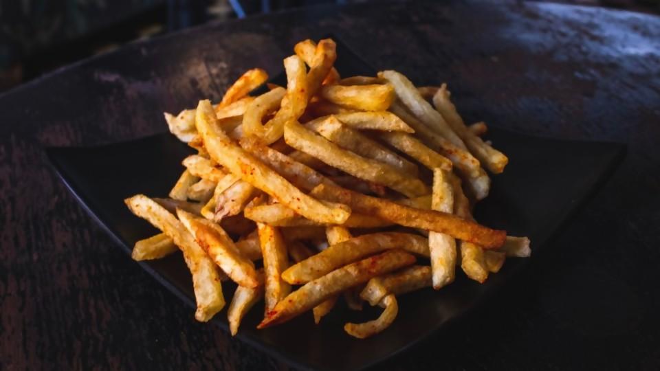 Quien come con cordura, papas fritas procura —  Las recetas de Sofi — Bien Igual | El Espectador 810