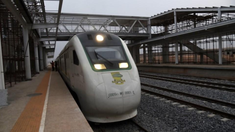 China y los trenes: motores y velocidad —  La economía en cuestión: Mag. David Vogel — Más Temprano Que Tarde   El Espectador 810